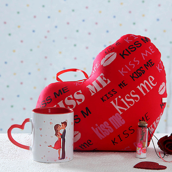 p-kiss-day-hamper-with-cute-message-bottle-61145-m